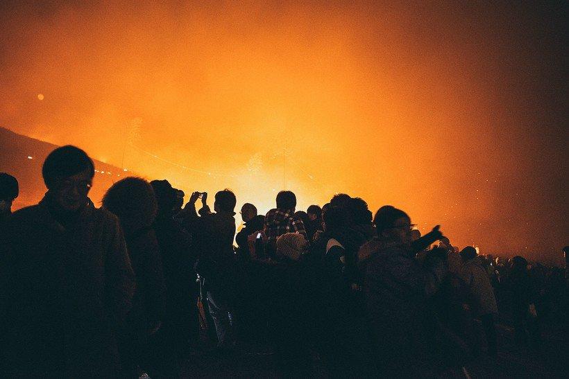 Зачем в Японии каждый январь поджигают гору