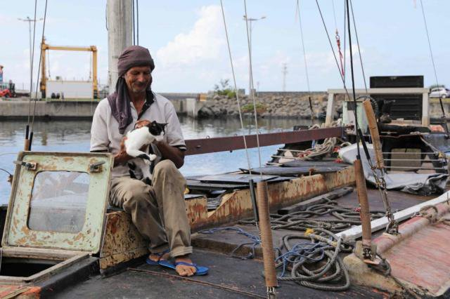Моряк и его кот 7 месяцев дрейфовали в Индийском океане