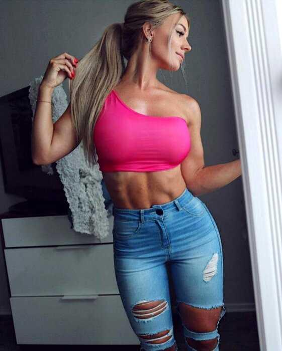Сексуальные девушки в обтягивающих джинсах и шортах - 11.09.20