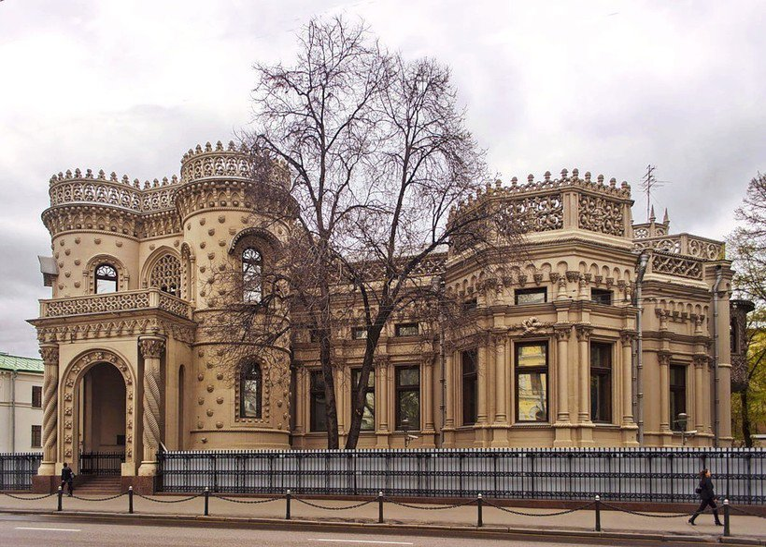 Почему особняк XIX века в Москве называют «домом дурака»