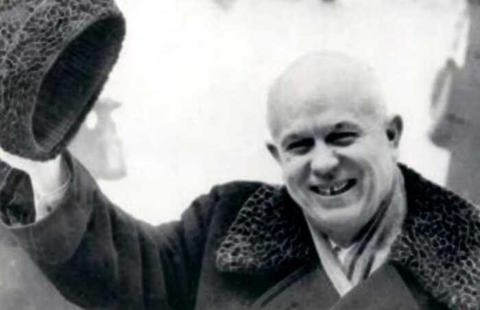 Почему Хрущев запретил исполнять гимн СССР в 1956 году