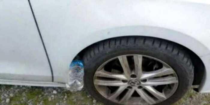 Предупреждение: Если вы видите пластиковую бутылку на колесе автомобиля, задумайтесь