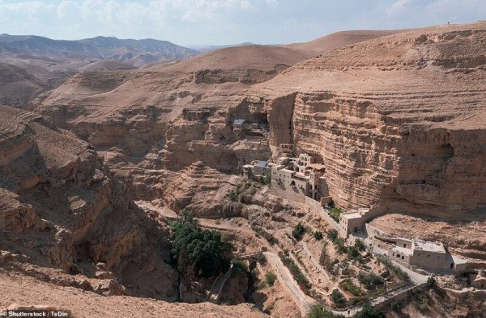 Старинные храмы, которым гравитация нипочем
