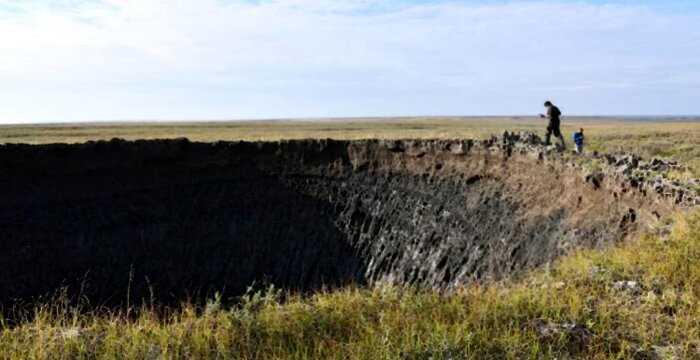 Ученые разобрались, почему в Сибири в последние годы появляются огромные кратеры