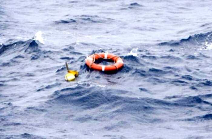 Моряк в Тихом океане упал за борт и выжил после 14 часов в воде