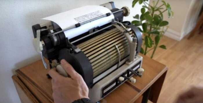 Редкая трехъязычная пишущая машинка Toshiba 1950-х годов с тысячами символов