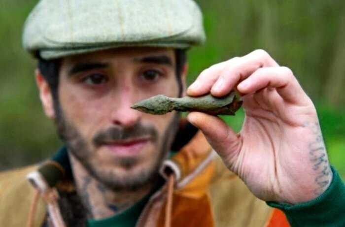 Мужчина нашёл легендарную серебряную стрелу Робин Гуда