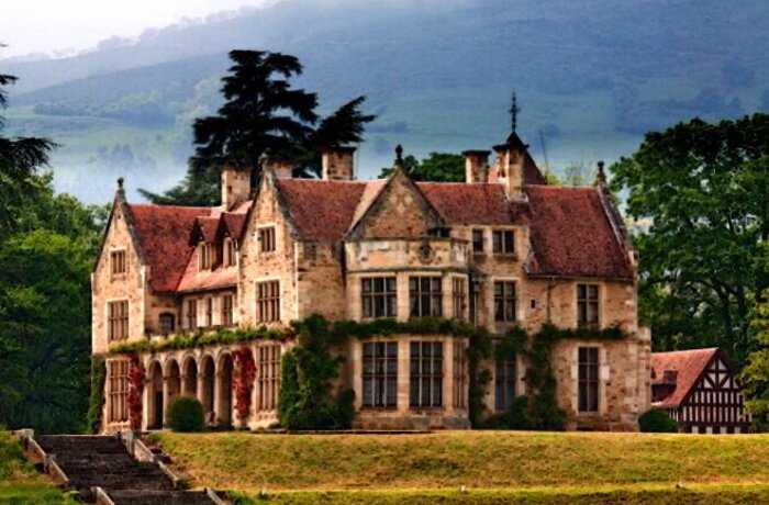 Здесь живет страх: 7 знаменитых домов из фильмов ужасов