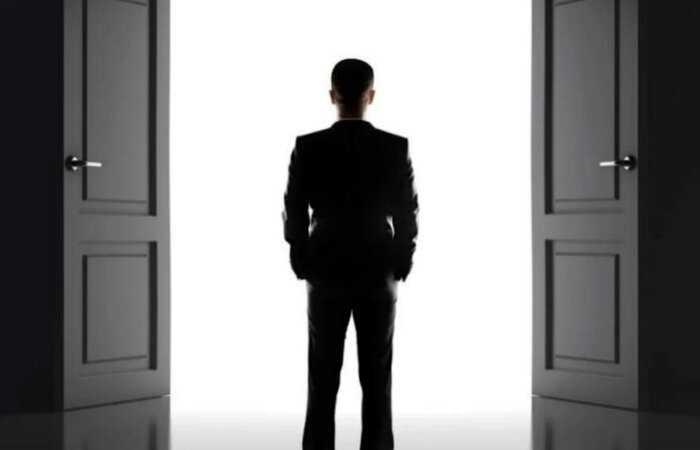 Эффект дверного проема: почему, оказываясь в другом месте, человек все забывает