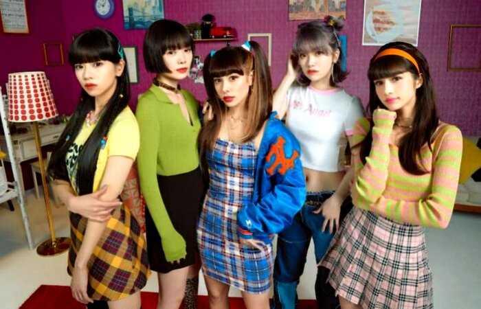 Японская фирма будет давать отпуск сотруднику, если его любимый певец покидает сцену